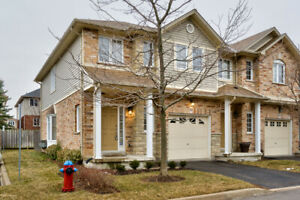 ANCASTER'S MEADOWLANDS ~ TOWNHOME