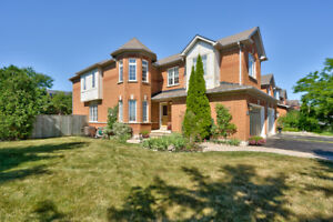 FREEHOLD END UNIT TOWNHOME IN MILLCROFT