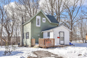 Great Starter Home/ Backing Onto Green Space