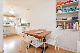 3 bedroom flat in Hilldrop Crescent, Camden N7