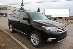 MINT CONDTN Toyota Highlander with leather seats, backup cam etc