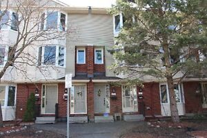 2 bed + den with 2.5 bath 3Storey row unit w/ finsihed basement