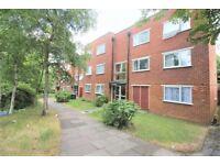 2 bedroom flat in Crown Walk, Wembley, HA9
