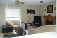 COLLINGWOOD CONDO ...GREAT SEPT/ OCT DATES !!!!