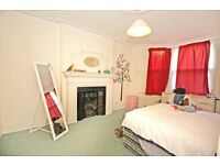THIS NICE DOUBLE ROOM IS NOW AVAILABLE FOR YOU-STREATHAM-COUPLES ACCEPTED-LOOK!