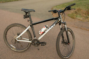 27 speed Giant XTC 2 Moutain bike in very good condition