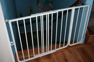 Wall-Mounted baby gate with extension