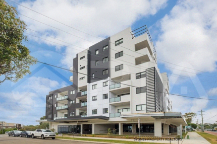 LUXURIOUS APARTMENT IN WESTMEAD!!!