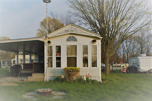 """Beautiful """"Palm Air"""" Park Model (mobile home), Two Bedroom"""