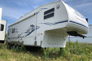 2006 Cougar fifthwheel sofa dinette slide out $6,900