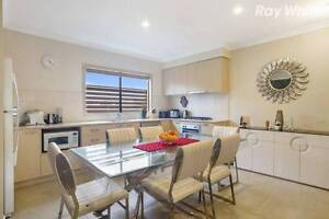 Room available in modern townhouse in Scoresby. 180PW negotiable Scoresby Knox Area Preview