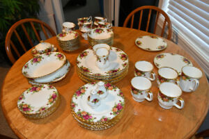 Treasured dinnerware set, Royal Albert OLD  COUNTRY ROSES china