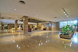 4 1/2 - Downtown (Golden Mile) luxury building, many amenities
