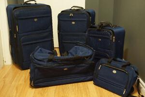 Ensemble de 5 valises bleues, DESTINATION