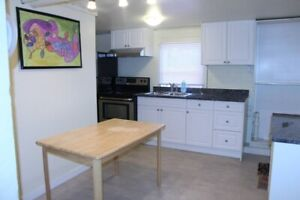 ☎☎ Spacious, Bright, 1 bd rm (share kitchen) Incl Utilities