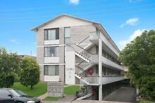 Burleigh Heads walk to beach and shops - 2 Bedroom unit for rent Burleigh Heads Gold Coast South Preview