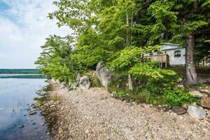 Renovated lakefront cottage 25 min from Dartmouth