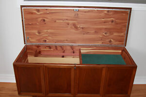 Beautiful Solid-Wood LANE CEDAR CHEST in EXCELLENT Condition.