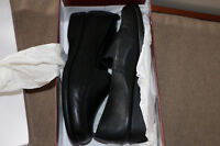 Hush Puppies black leather shoes - size 8