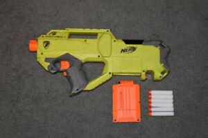 Green Raven Nerf gun + clip with six darts