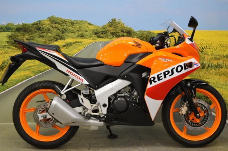 honda cbr 125 r 2015 digital display repsol race colours. Black Bedroom Furniture Sets. Home Design Ideas