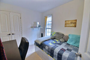 BEAUTIFUL ROOM SUITABLE FOR A STUDENT IN CHALET CONDOMINIUMS.