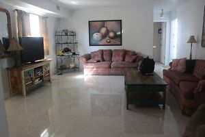 Newly Renovated Condo Unit - 1 block away from beach and shops!