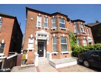 2 bedroom flat in Minster Road, West Hampstead, NW2
