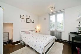 4 Bed for sharers!!! With living room and private gardens- Kentish Town- £600 per week!