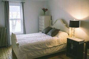 beautiful 2 bed + Large loft/room downtown weymouth st. $1600