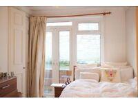 Great en-suite double room at fantastic location in South Kensington!