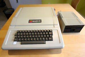 Vintage Apple II Plus II+ computer and disk drive