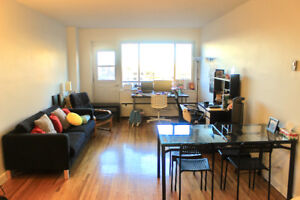 DOWNTOWN MTL SUMMER SUBLET [FURNISHED] [FEMALE]