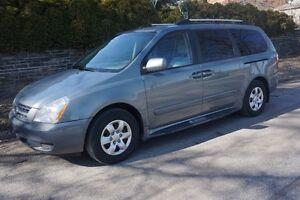 2008 Kia Sedona LX Minivan, Van