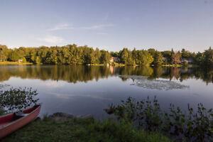 Chalet rustique au bord du lac Valdemars à Brownsburg