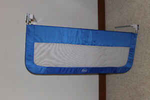 Two safety panels for a child's bed