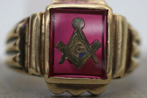 Amazing 10K Yellow Gold Mason Ring with Red Stone (#17261)