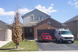 Availiable nov 1. Family Home in South St. Thomas London Ontario image 1