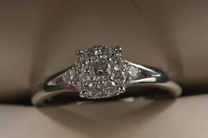 BEAUTIFUL 18 KT. ENGAGEMENT RING New lower price