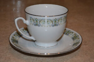 Boxed set of 12 teacups/saucers