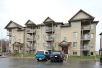 2 BED + DEN 2 BATH CONDO READY TO MOVE IN - BARRHAVEN