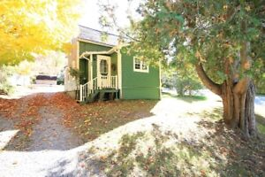 Charming home on Private treed lot - Hampton