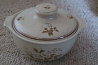 ROYAL DOULTON ROUND COVERED CASSEROLe