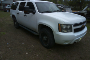 2007 chev 2500 suburban with new plow and saftyed