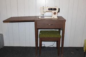 Machine à coudre Omega avec meuble Saguenay Saguenay-Lac-Saint-Jean image 3