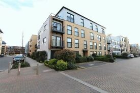 3 bedroom flat in Hitchin Lane, Stanmore, HA7