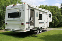 25 ft Travelaire Fifth Wheel trailer for sale