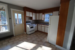 Spacious, Very Bright 2 bedroom apartment on the Main floor