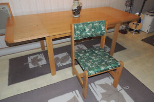 Table & 4 Chairs - Very solid maple wood West Island Greater Montréal image 3
