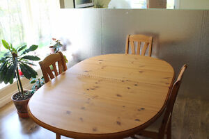 Dining Room Table & Chairs with Buffet/Hutch